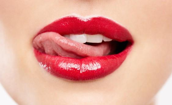 Середньостатистична жінка за своє життя з'їдає близько 350-ти грамів помади!