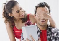 Що подарувати хлопцеві на Новий Рік? Вибираємо подарунок для коханого чоловіка