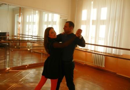 Танцювальний зал допомагає в постановці весільного танцю
