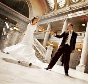 Вальс — класика весільного танцю