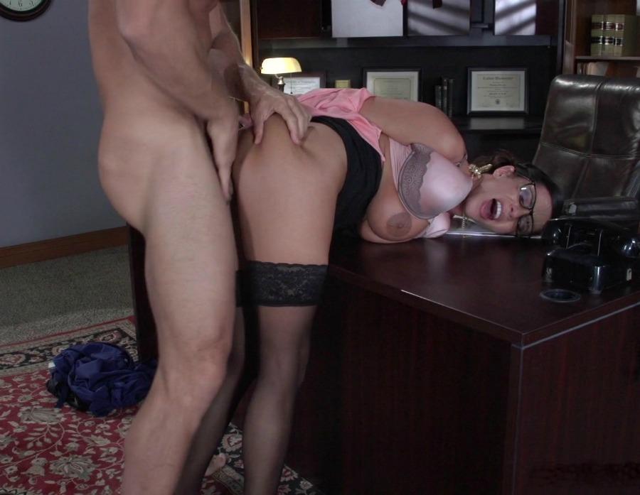 Секс в на столе позе раком 9
